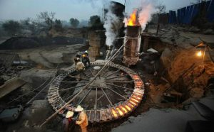 A small scale forge in China powered by coal. The country's vast size and huge, diversified industrial sector make it difficult to get an accurate measurement of CO2 emissions (Image byLu Guang / Greenpeace)