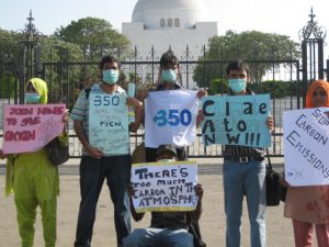 Students in Karachi  in front of the Environment Ministry and Quaid's Mausoleum (Photo by 350.org)