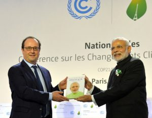 Narendra Modi and French President Francois Hollande at launch of the International Solar Alliance, during the COP21 Summit, in Paris [image by Press Information Bureau, Government of India]