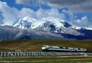 A train in Tibet [Image by Tibet Review]