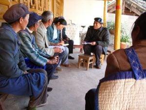 Yu Xiaogang holding meeting with village elders at Lashi Lake