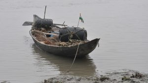 Indian fishing boats now return largely empty [image by Santanu Chandra, via Wikimedia Commons]
