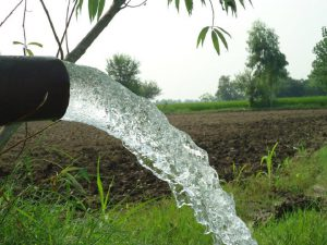 Tubewell spouting water. Excessive use of groundwater for agriculture is creating a crisis [image by Shahzada Irfan]