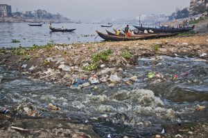Pollution in the river Buriganga, one of the main sources of water for Dhaka. (Photo credit: Rafiqul Islam)