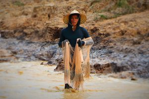 Fishermen of Tonlé Sap in Cambodia will be the biggest losers from the cumulative impact of dams in China and Southeast Asia. (Photo: Juan Antonio F. Segal )