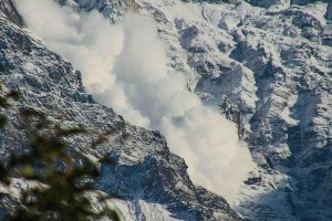 [:ur]An avalanche, such as this one on Annapurna in Nepal, can be set off by a tremor as low as 2 on the Richter scale [image by Maureen Barlin] [:]
