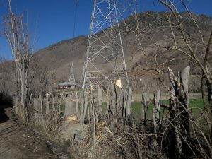 [:en]Towers loom over the carcasses of destroyed trees [image provided by local residents of Chitral][:ne]Towers loom over the carcasses of destroyed trees [image provided by local residents of Chitral][:hi]Towers loom over the carcasses of destroyed trees [image provided by local residents of Chitral][:bn]Towers loom over the carcasses of destroyed trees [image provided by local residents of Chitral][:ur]:  تباہ شدہ درختوں کی باقیات کے ساتھ نصب ٹاور-  (تصویر بشکریہ چترال کے مقامی باشندے  )[:]