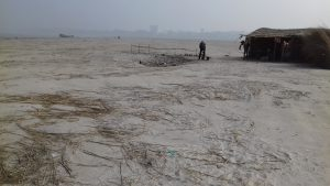 Dry silt deposited and spread over kilometres  near Ganga ghat in Patna before monsoon [image by: Mohd Imran Khan]