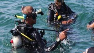 Diving-against-marine-debris