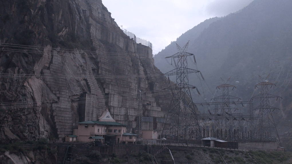 Huge amounts of electricity are created in Kinnaur, but most villages have to deal with extended power cuts [image by: Subrat Kumar Sahu]