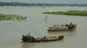 Boats along the Ganga near Farakka. Image source: Sarah Jamerson