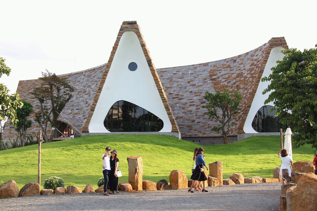 Tourists posing at the World Coffee Museum in Buon Ma Thuot, Vietnam [image by: Karoline Kan / China Dialogue]