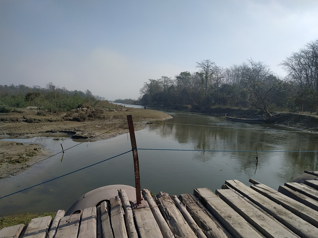 Bridges become useless as the river changes its course [image by: Manoj Singh]