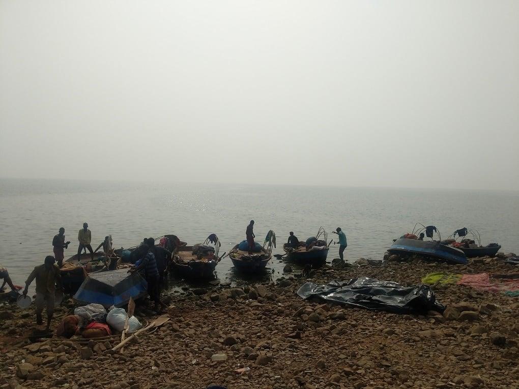 Fishing at Rajghat dam [image by: Mohit M. Rao, Astha Choudhary]