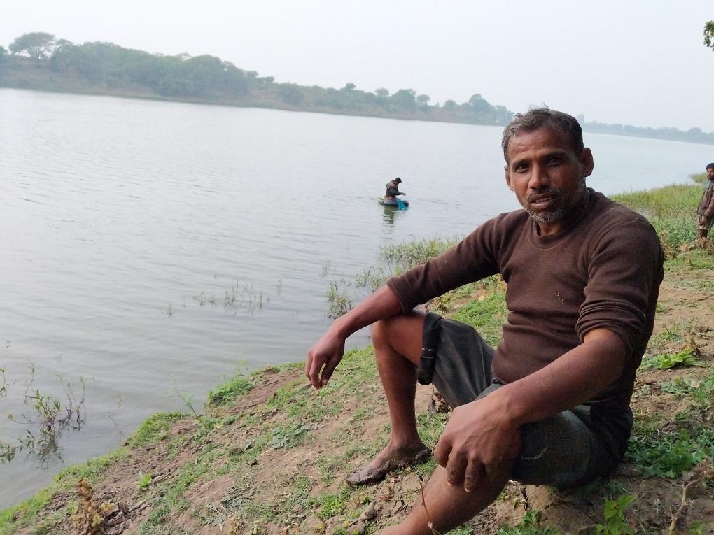 Kemraj, a fisherman, at work [image by: Mohit M. Rao, Astha Choudhary]
