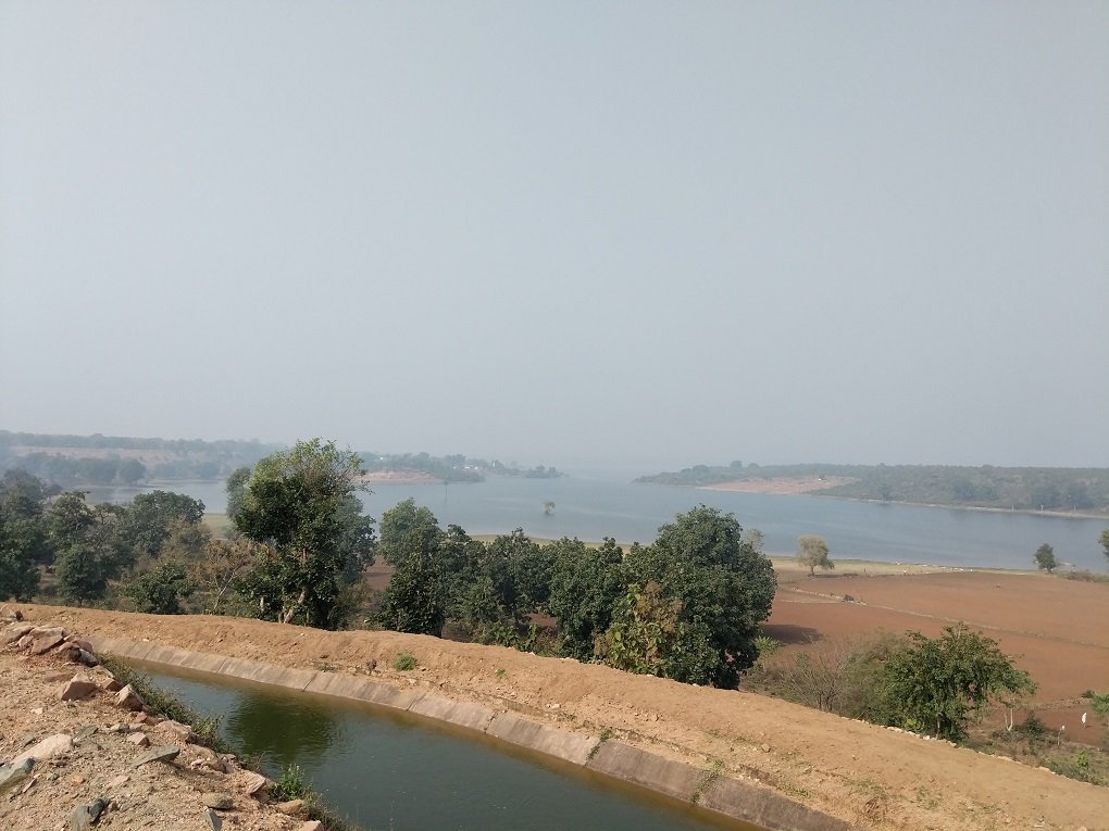 Rajghat reservoir inundates fields at Bandar Gouda [image by: Mohit M. Rao, Astha Choudhary]