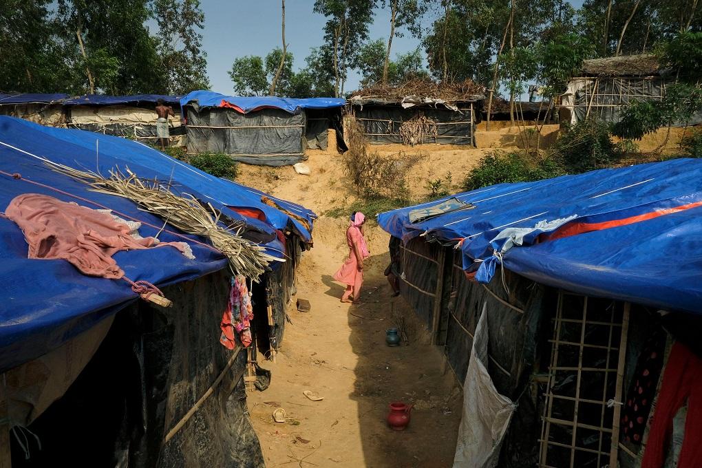 narrow alleyway in Kutupalong, Cox Bazar