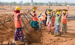 Construction workers in India are particularly vulnerable to heat waves [image:  Alamy]