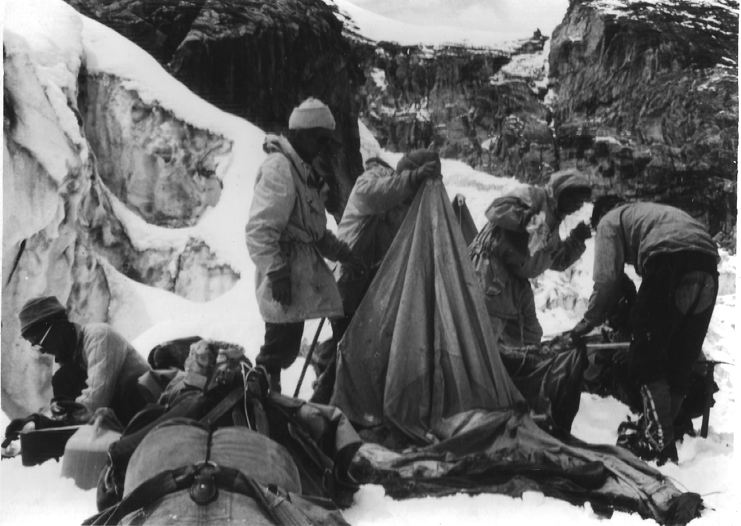 Setting up Camp II at 17,000 feet in Lalana [image by: Sudipta Sengupta]