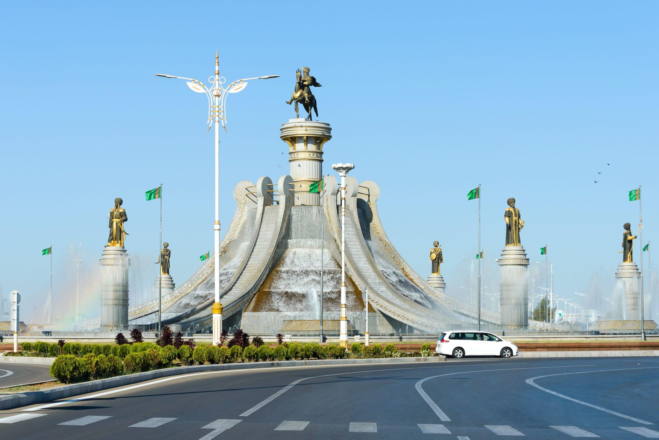Ashgabat fountain Turkmenistan, Thiago Trevisan / Alamy