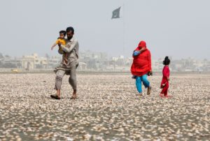 Karachi heatwave Pakistan, AKHTAR SOOMRO, Reuters, Alamy