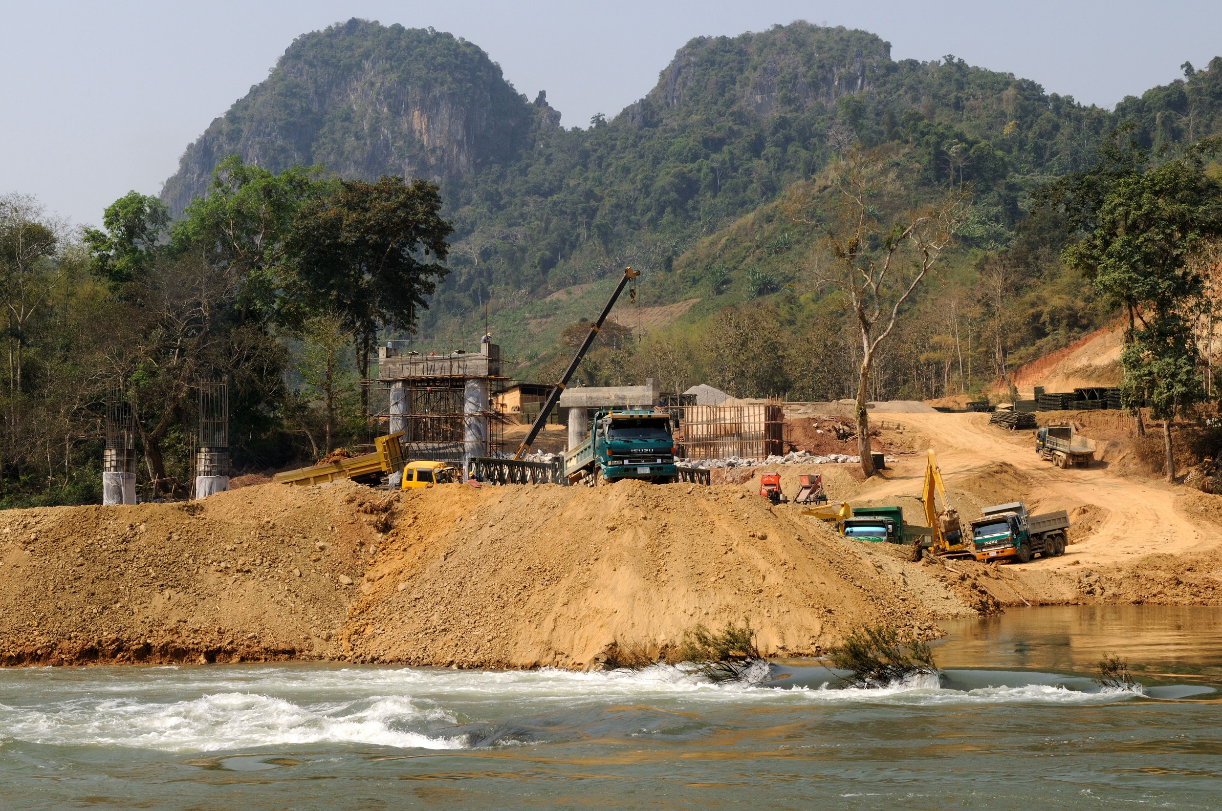 A hydro electric Dam being built by the Chinese on the Mekong River near Luang Prabang Laos (image: Alamy)
