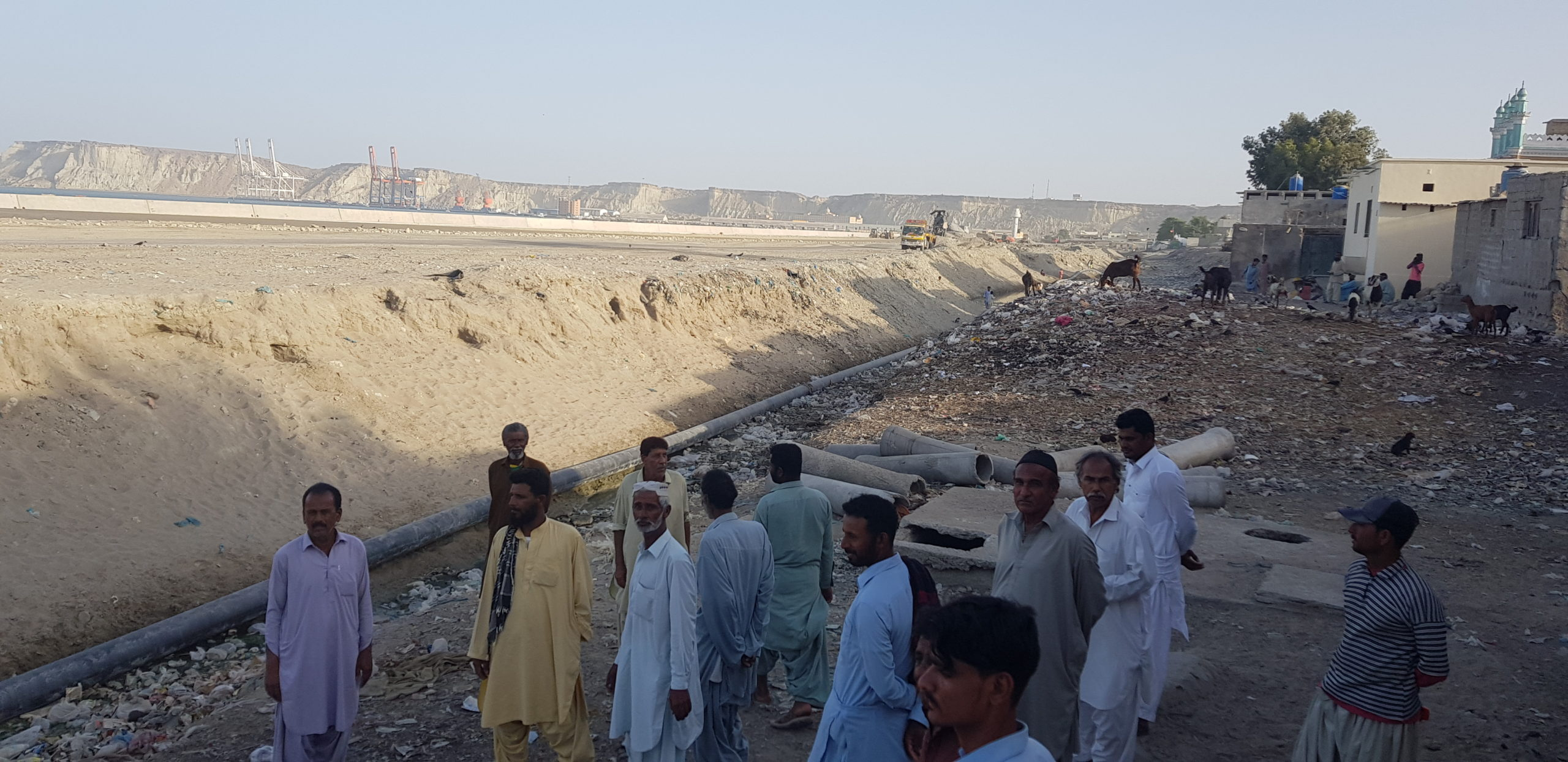 The Eastbay Expressway has blocked residents of Khulgari Ward's access to the sea, Zofeen T Ebrahim)