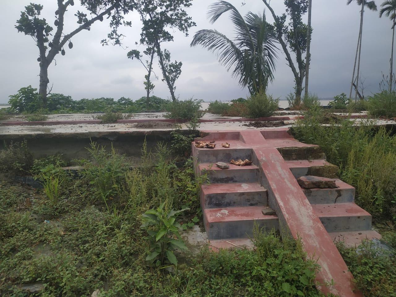 Abandoned homestead, Nayachar village, Kurigram district, Bangladesh